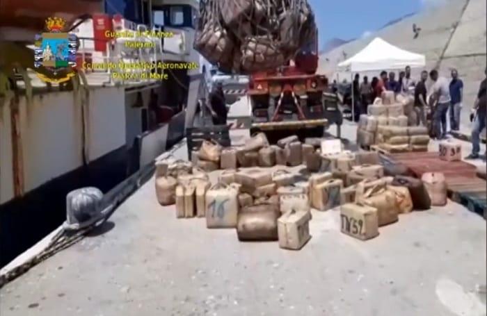 Sycylia: 20 ton haszyszu na statku. Narkotyk zanurzono w oleju napędowym